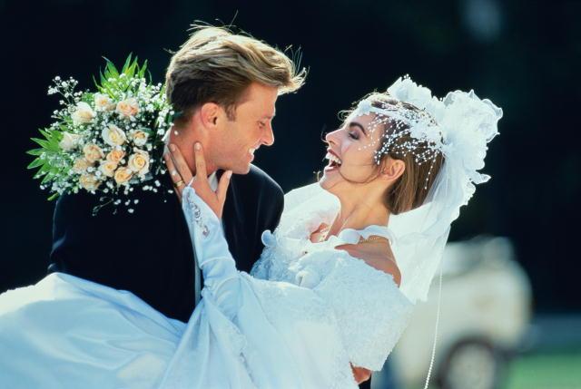 соединить браком