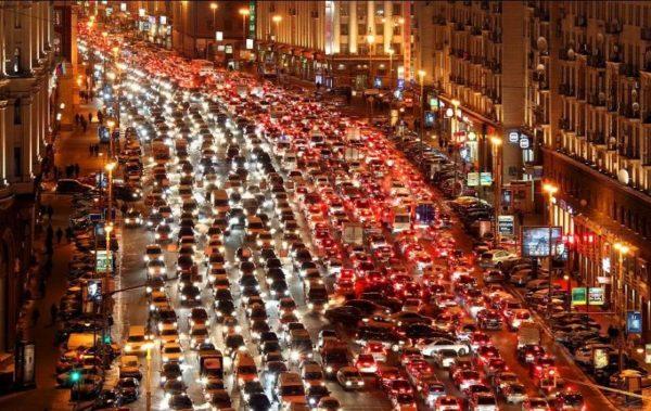 улица с большим движением